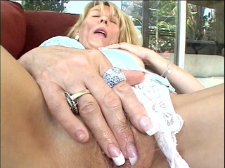 mature d like to fuck takes a break from housework
