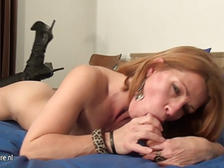 amateur milf loves to jerk off on her couch