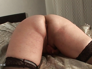 amateur bulky older doxy mama and her cucumber