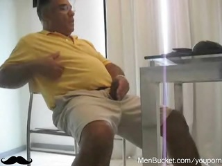 mature daddy can jerking off on livecam