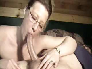 mamma with glasses asks for a cumshot
