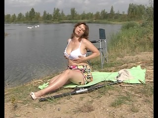 MILF Has Sum Fun In The Sun - Pleasure Photorama
