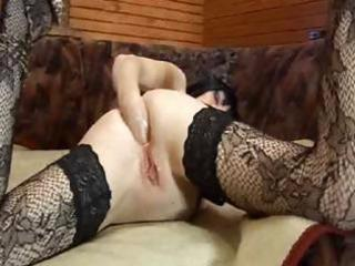 aged brunette hair bitch in lacy nylons fists her