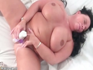 Dirty fat whore goes crazy rubbing her part4