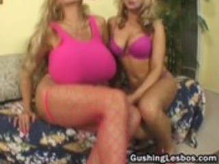 mature lesbo wench gets drilled with dildo