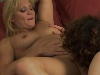 lesbo mommas have girl on beauty in bedroom