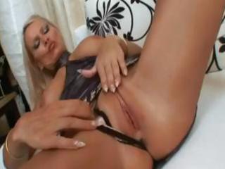breasty blonde mother i winnie gets her muff