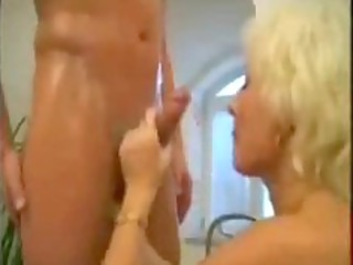 blonde mature mommy screwed in the bathroom
