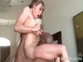 blonde older mamma copulates dark penis