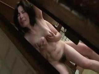 Mature japanese woman gets lathered up and sucks