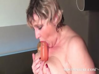 blondie bonks her older twat with dildo