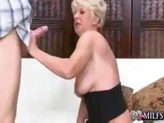 deanna is a horny blonde granny that is t live
