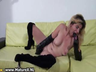 horny amateur mom t live without fucking part1