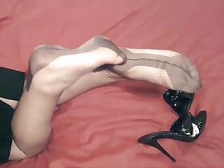 milfs ff nylon legs