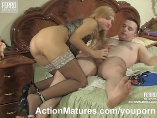 mother i in black stockings seduces a chap