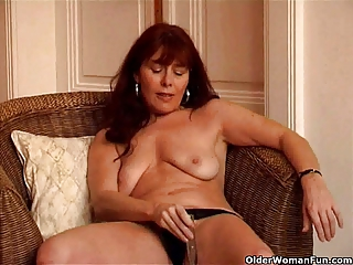 saggy granny sara works her hairy muff with a