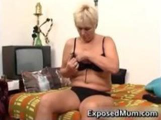 nasty mom feeling hot playing