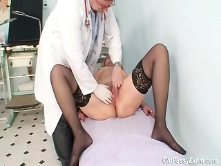 redhead granny smutty vagina stretching in gyn