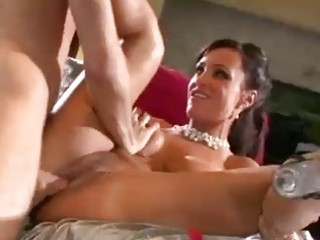tanned brunette hair milf with big milk shakes