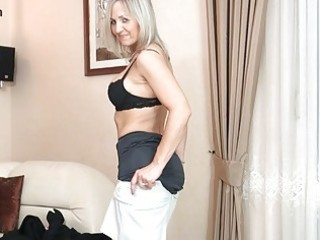 Bootylicious blonde milf in black stockings