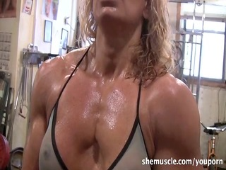 hawt older blonde workout