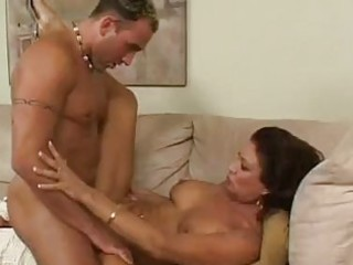 brunette d like to fuck with large natural milk