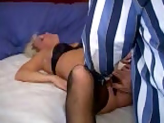 hubby peels off wifes pants for paramour