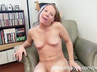 Sexy mature alyssa dutch masturbates