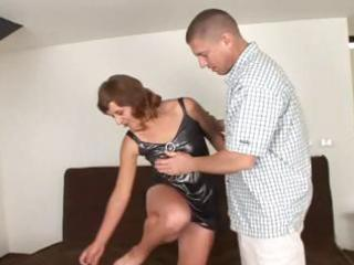 aged brunette hair with a unshaved muff eats cock