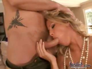 sexy milf kayla synz likes porn