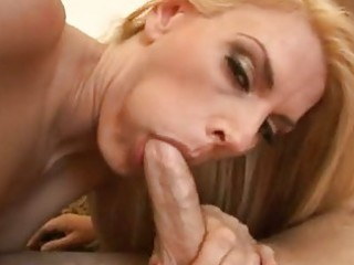 Milf whore darryl hanah spoons her mouth out with