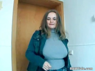 chunky bitch widens her soaked pussy on the