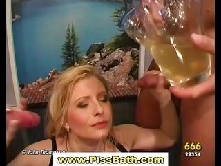 make water drinking slut receives goldenshower in