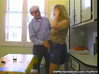 Teaching a voyeur apprentice