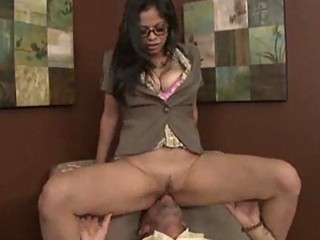 milf wakes up an old fellow and surpises him with
