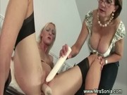 lesbo makes older playgirl get an agonorgasmos