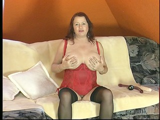 aged natural woman shows her body - dbm episode